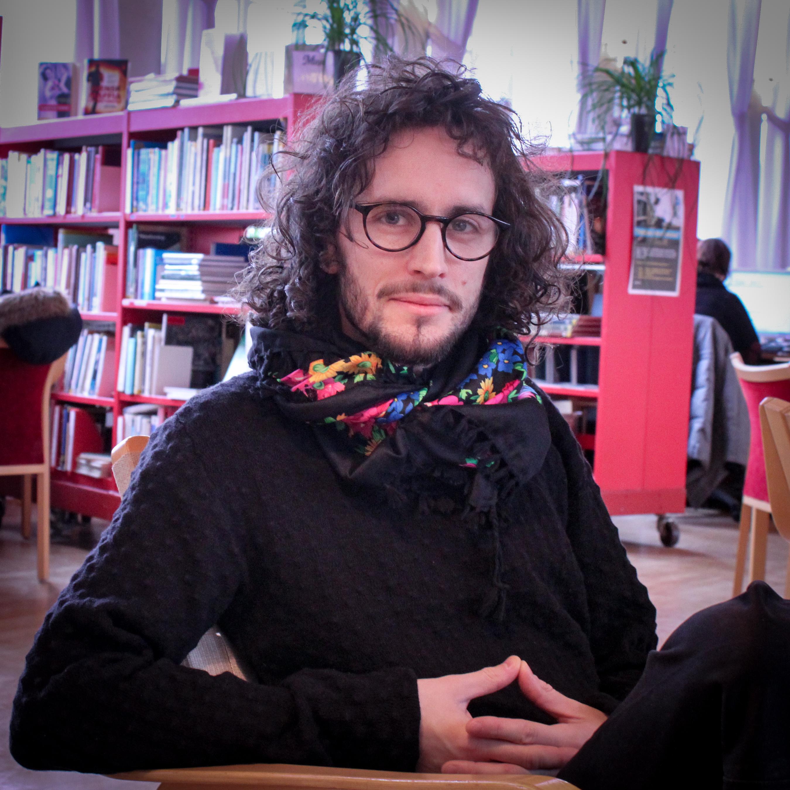 Emanuel Sjöstjärna Witley läser till Stödassistent.