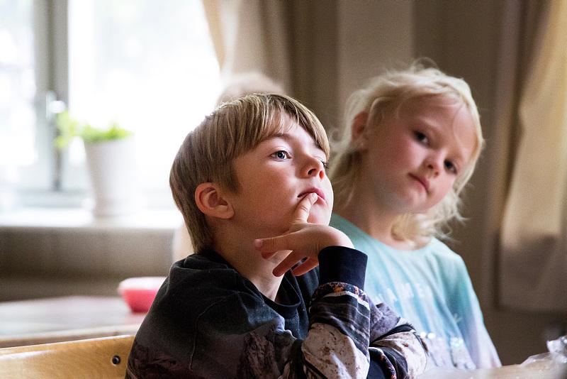 två förskolebarn
